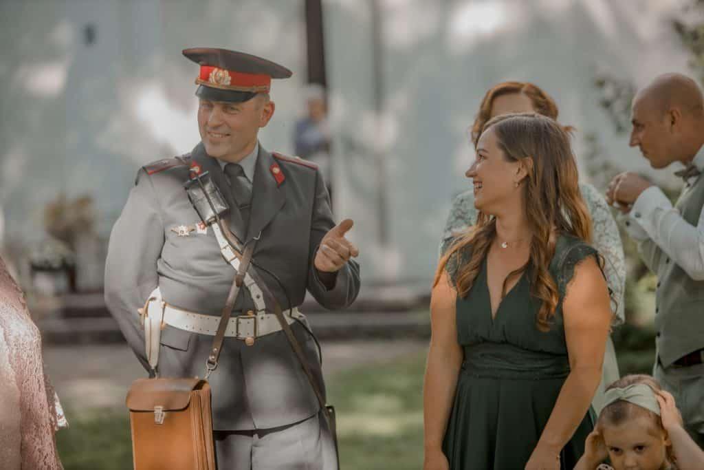 kāzu-organizēšana-kāzu-vadītājs-pasākumu-vadītājs-kāzu-plānošana-grupa-kāzām-pasakuma-vaditajs-kazu-vaditajs-vieta-kazam-sagaidīšanas-vārti-kāzās-nominācijas-jaunā-pāra-mičošana